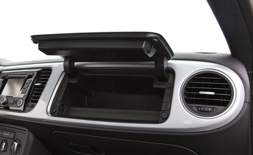 2012 Volkswagen Beetle 2.5 - Slide 22