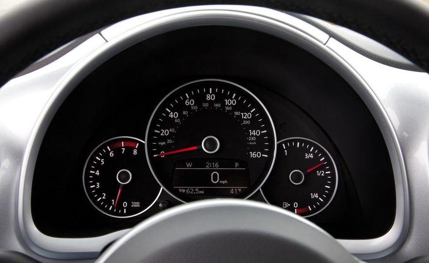 2012 Volkswagen Beetle 2.5 - Slide 24
