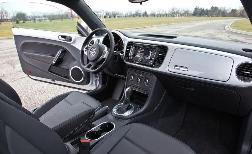 2012 Volkswagen Beetle 2.5 - Slide 15