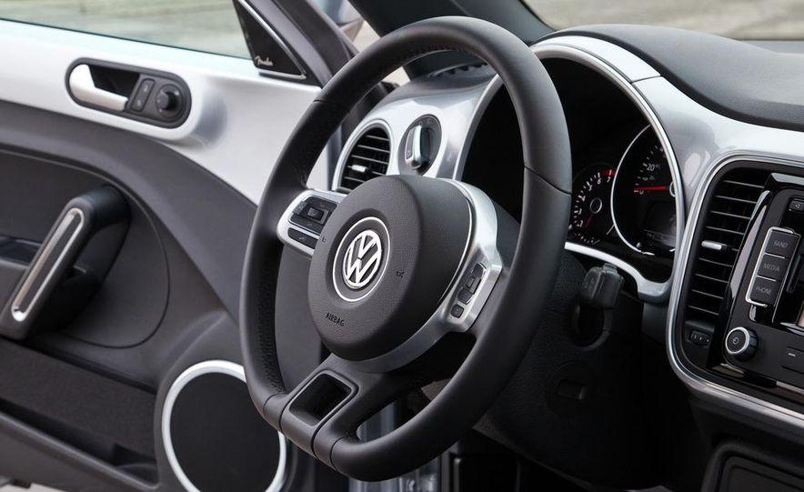 2012 Volkswagen Beetle 2.5 - Slide 16