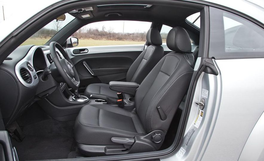 2012 Volkswagen Beetle 2.5 - Slide 19