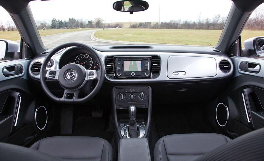 2012 Volkswagen Beetle 2.5 - Slide 20