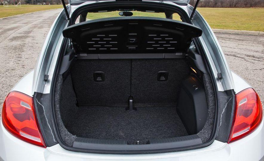 2012 Volkswagen Beetle 2.5 - Slide 25