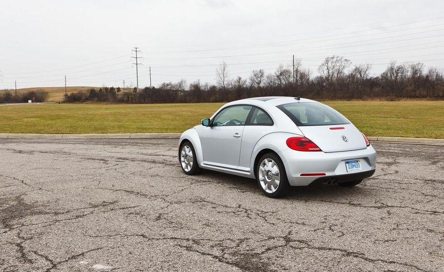 2012 Volkswagen Beetle 2.5 - Slide 1