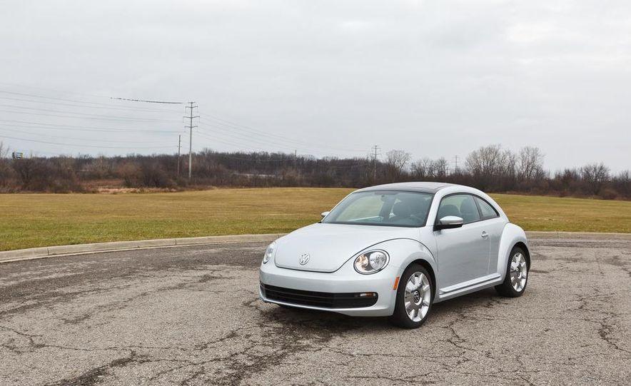 2012 Volkswagen Beetle 2.5 - Slide 2