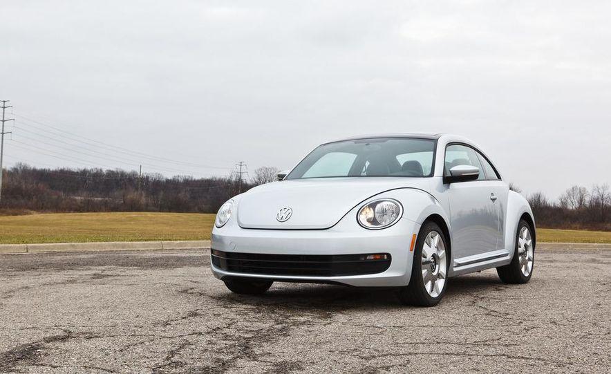 2012 Volkswagen Beetle 2.5 - Slide 3