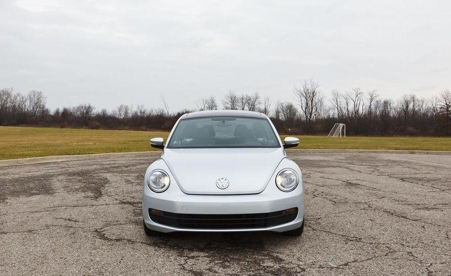2012 Volkswagen Beetle 2.5 - Slide 4