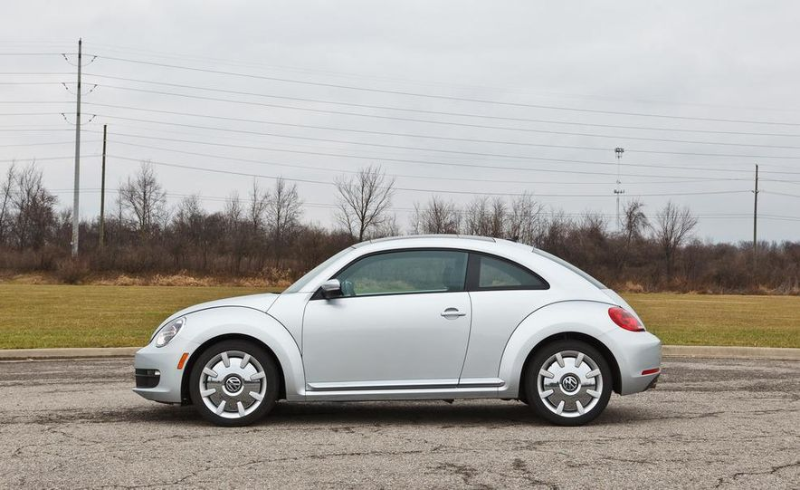 2012 Volkswagen Beetle 2.5 - Slide 5