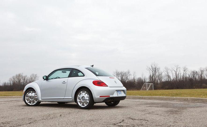 2012 Volkswagen Beetle 2.5 - Slide 6