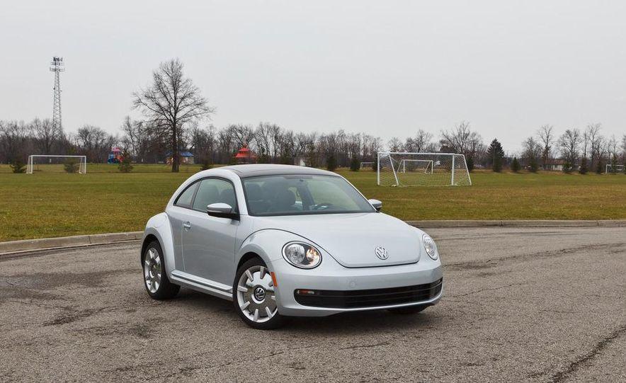 2012 Volkswagen Beetle 2.5 - Slide 7