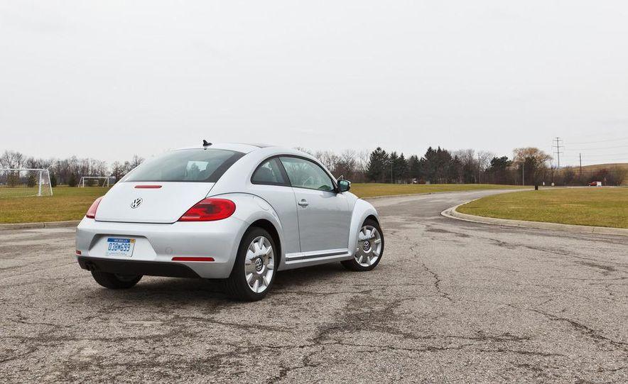 2012 Volkswagen Beetle 2.5 - Slide 11