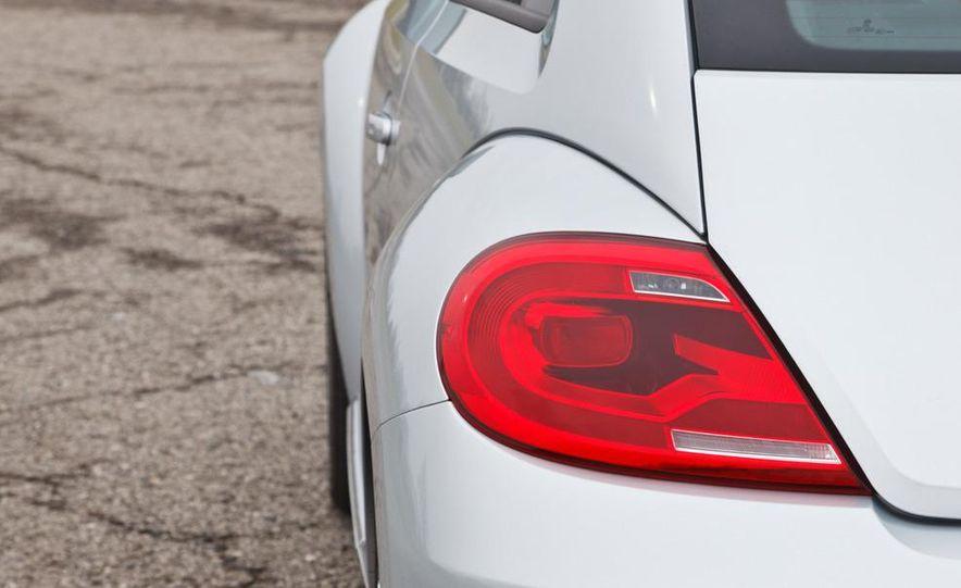 2012 Volkswagen Beetle 2.5 - Slide 12