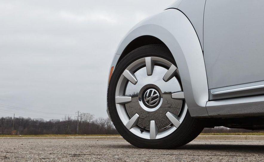 2012 Volkswagen Beetle 2.5 - Slide 14