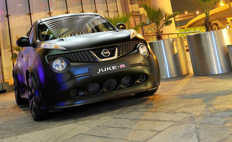 458 Italia and Nissan Juke-R - Slide 59