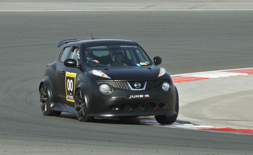 458 Italia and Nissan Juke-R - Slide 20