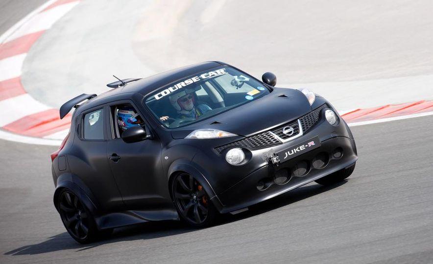 458 Italia and Nissan Juke-R - Slide 27