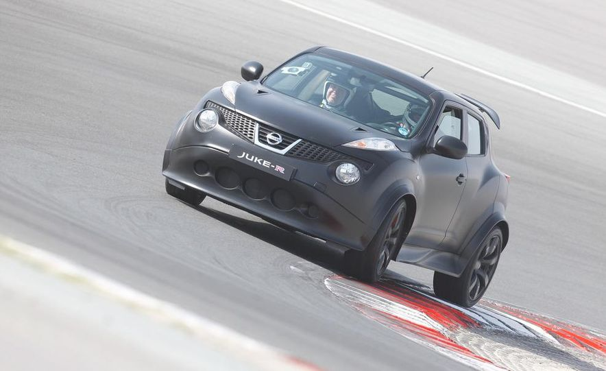 458 Italia and Nissan Juke-R - Slide 34