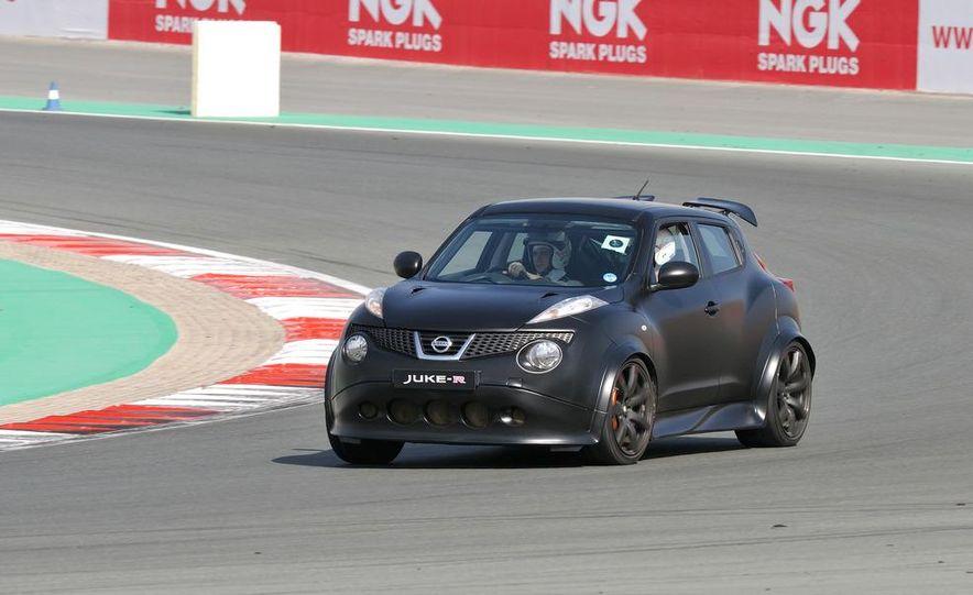 458 Italia and Nissan Juke-R - Slide 40