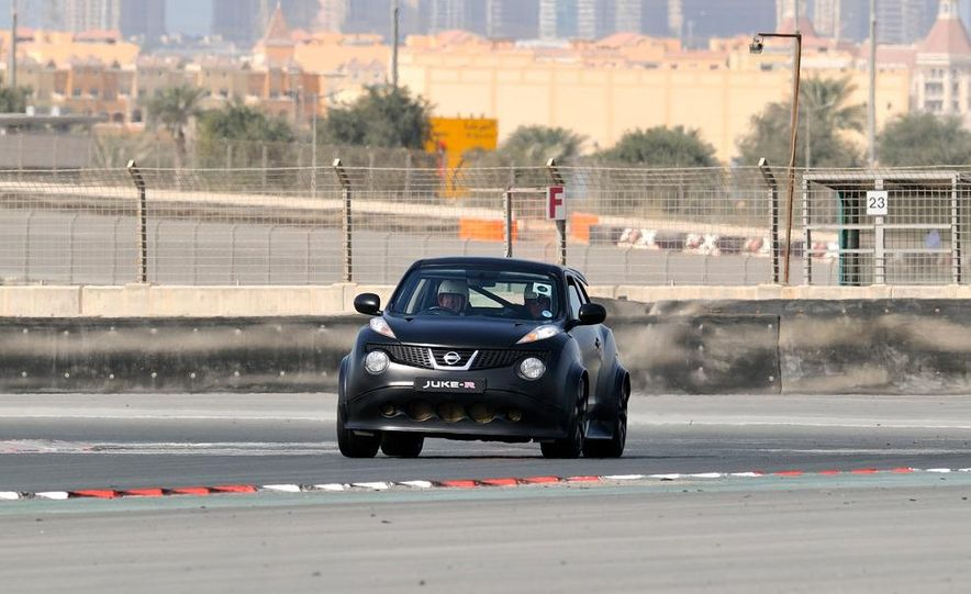 458 Italia and Nissan Juke-R - Slide 43