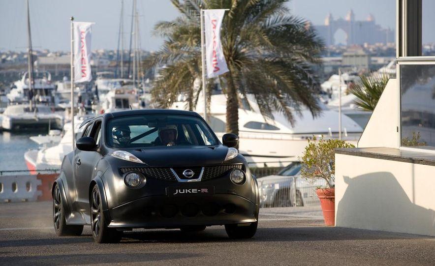 458 Italia and Nissan Juke-R - Slide 7