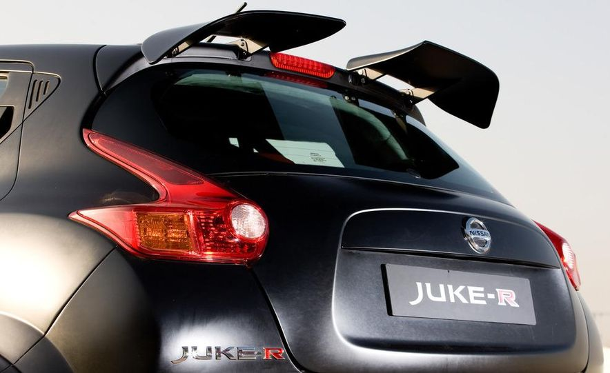 458 Italia and Nissan Juke-R - Slide 94