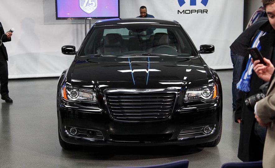 2012 Chrysler 300 Mopar '12 - Slide 14
