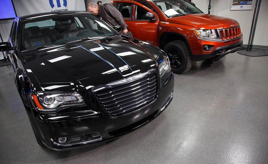 2012 Chrysler 300 Mopar '12 - Slide 15