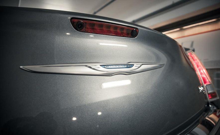 2012 Chrysler 300C - Slide 15
