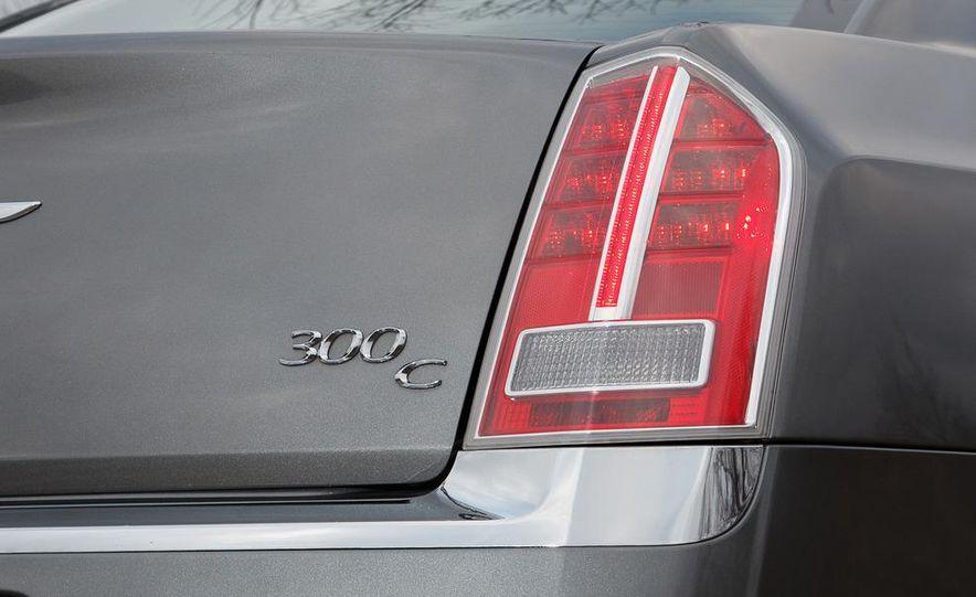 2012 Chrysler 300C - Slide 45