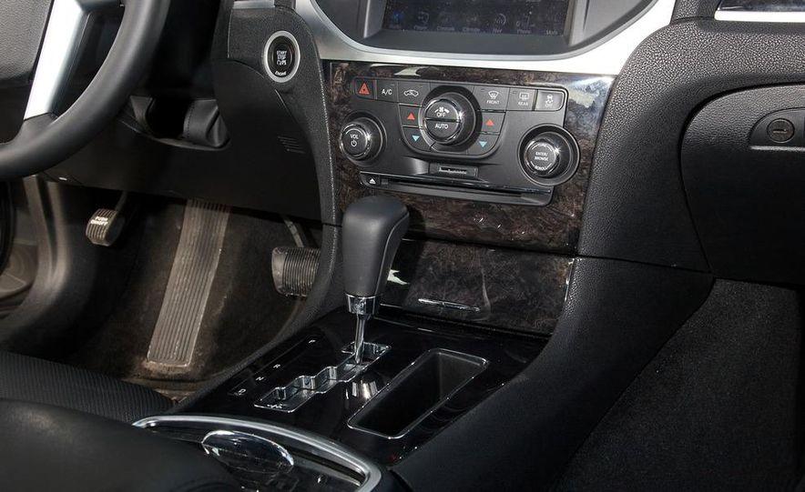 2012 Chrysler 300C - Slide 54