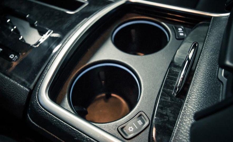 2012 Chrysler 300C - Slide 25