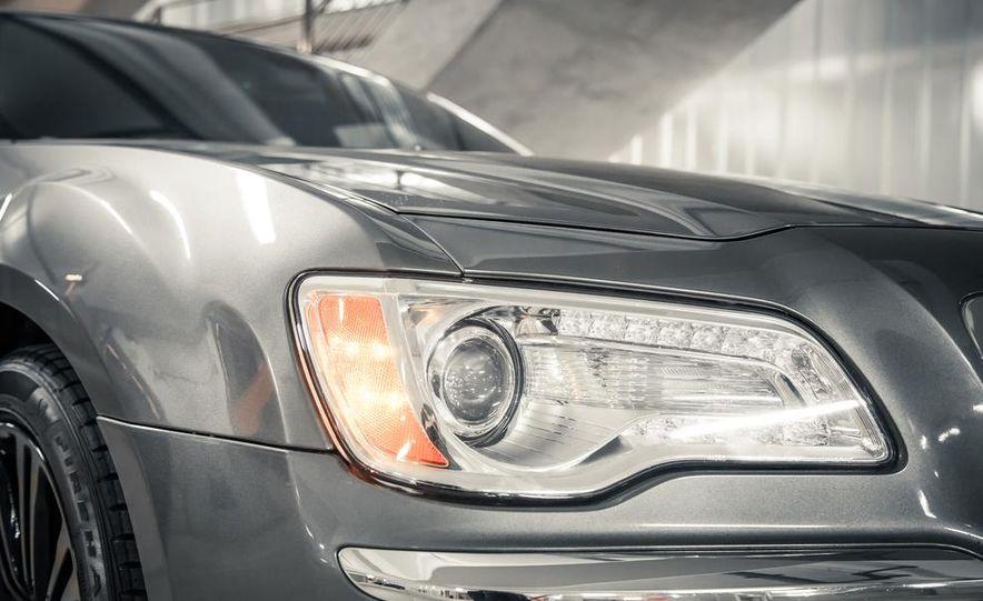 2012 Chrysler 300C - Slide 11