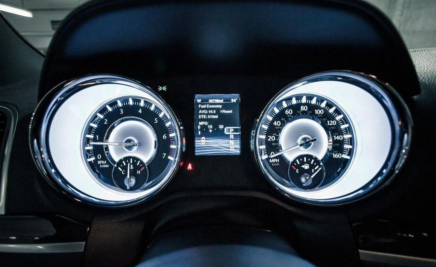 2012 Chrysler 300C - Slide 24