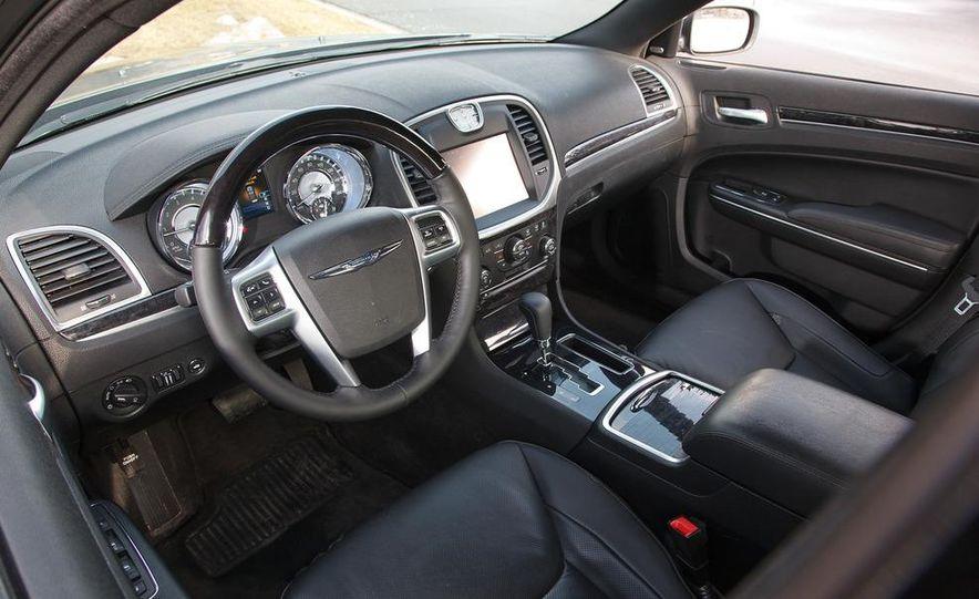 2012 Chrysler 300C - Slide 46