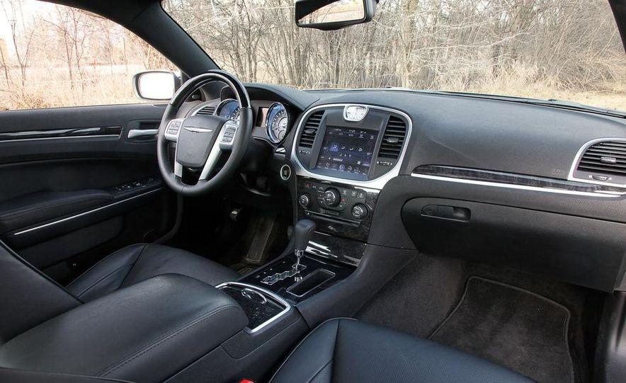 2012 Chrysler 300C - Slide 47