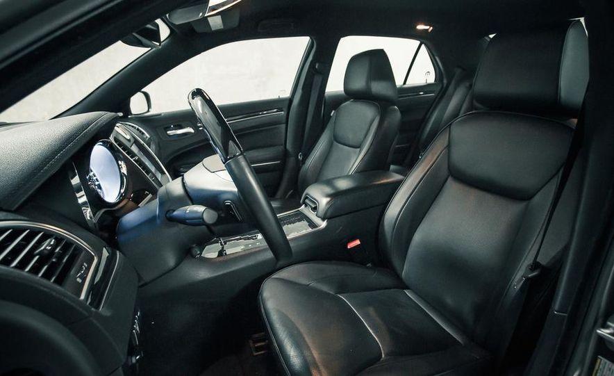 2012 Chrysler 300C - Slide 19