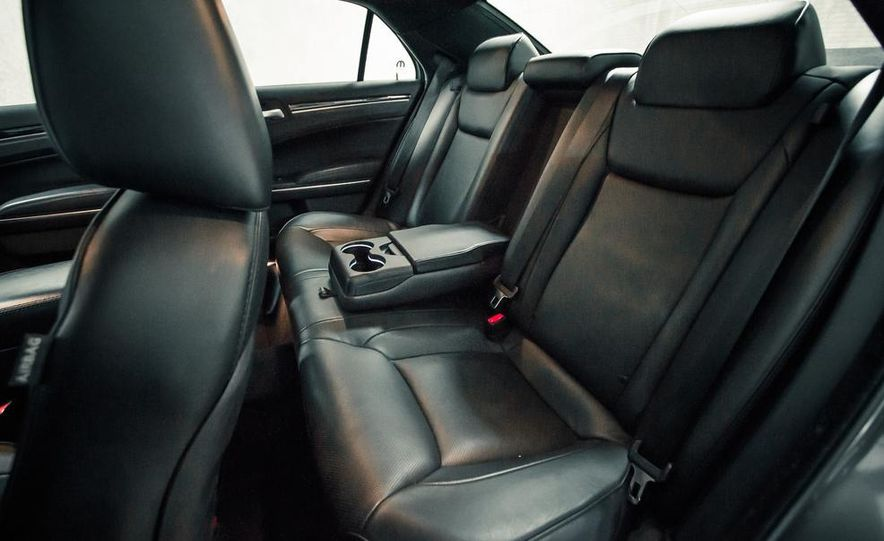 2012 Chrysler 300C - Slide 20