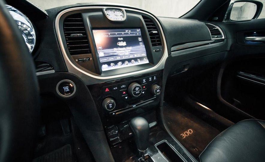 2012 Chrysler 300C - Slide 22