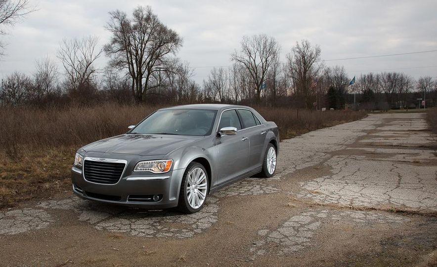 2012 Chrysler 300C - Slide 31