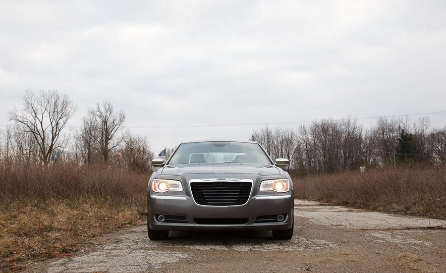 2012 Chrysler 300C - Slide 33