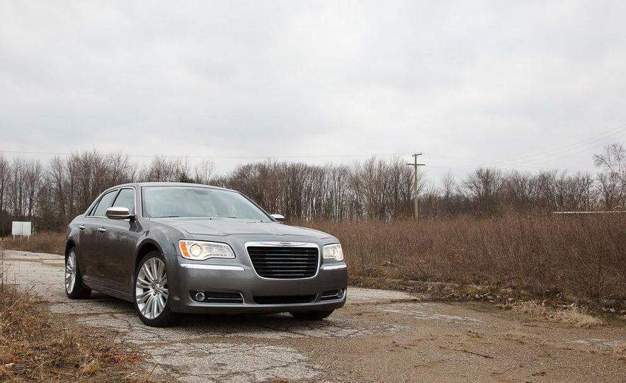 2012 Chrysler 300C - Slide 34