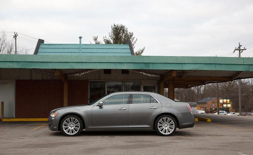 2012 Chrysler 300C - Slide 36