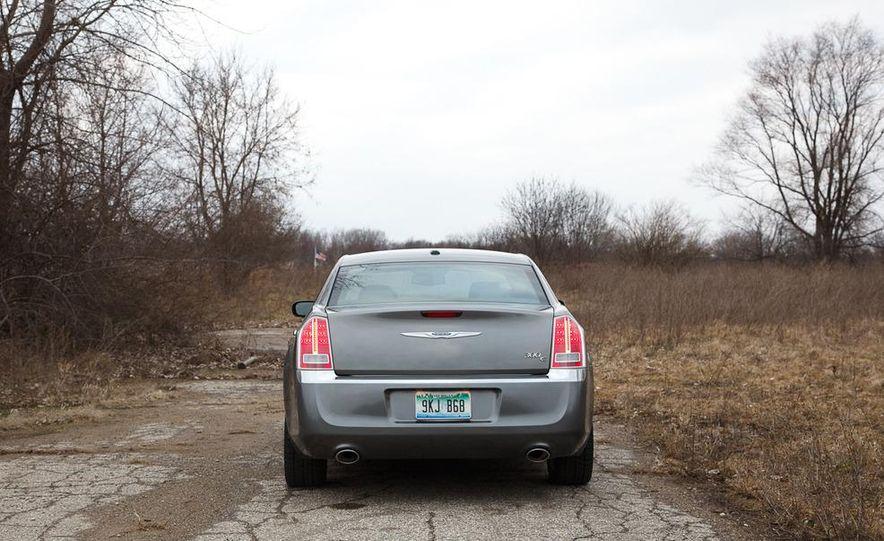 2012 Chrysler 300C - Slide 39