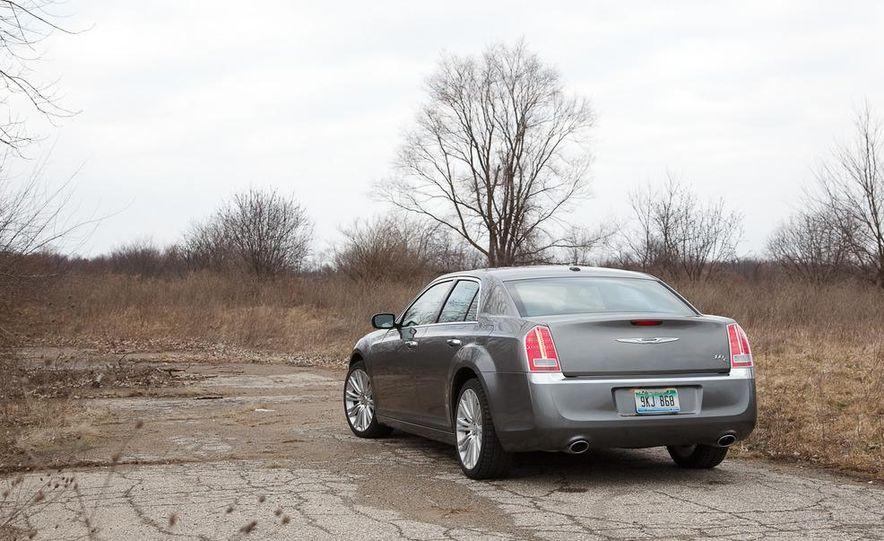 2012 Chrysler 300C - Slide 40