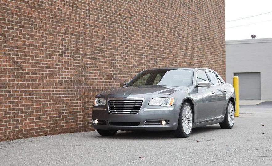 2012 Chrysler 300C - Slide 26