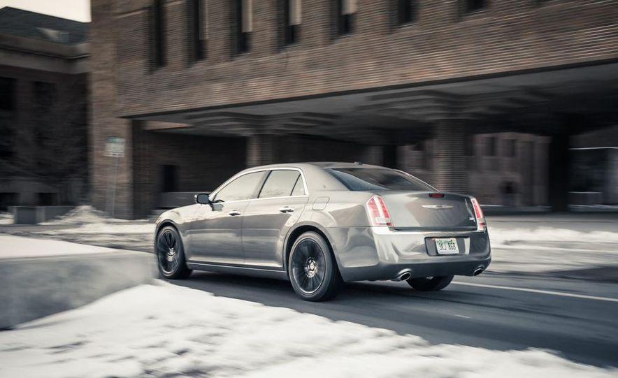 2012 Chrysler 300C - Slide 4