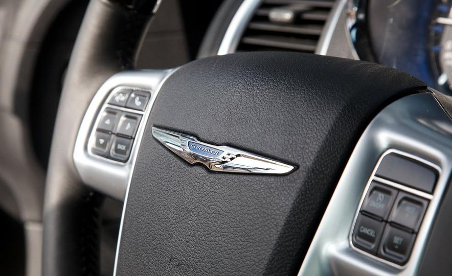 2012 Chrysler 300C - Slide 57