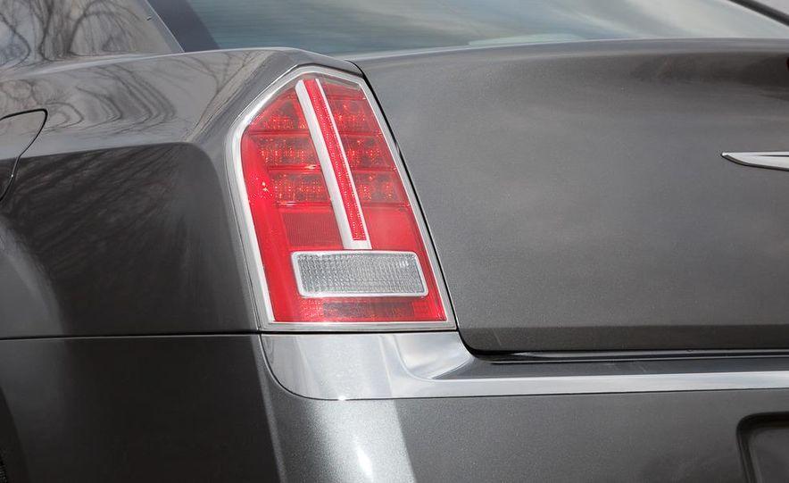2012 Chrysler 300C - Slide 44