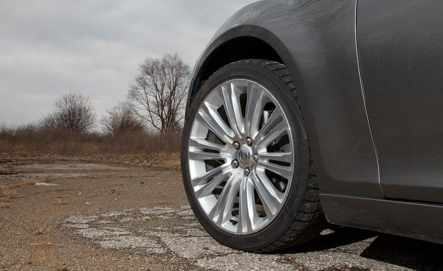 2012 Chrysler 300C - Slide 41