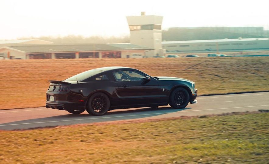 2013 Ford Mustang Shelby GT500 - Slide 14